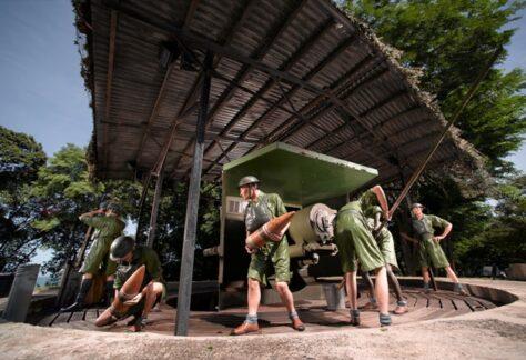 reenactment of gun at fort siloso singapore