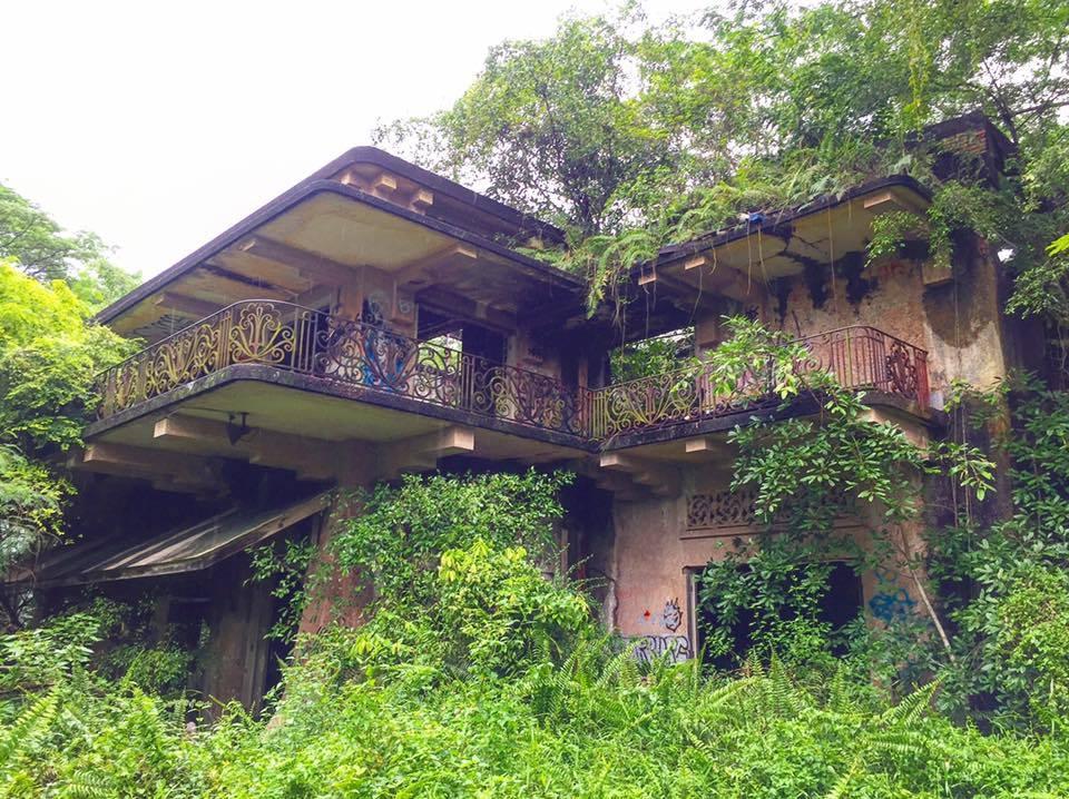 facade of abandoned istana woodneuk