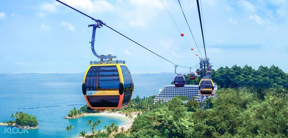 Cable car entering siloso station in Sentosa