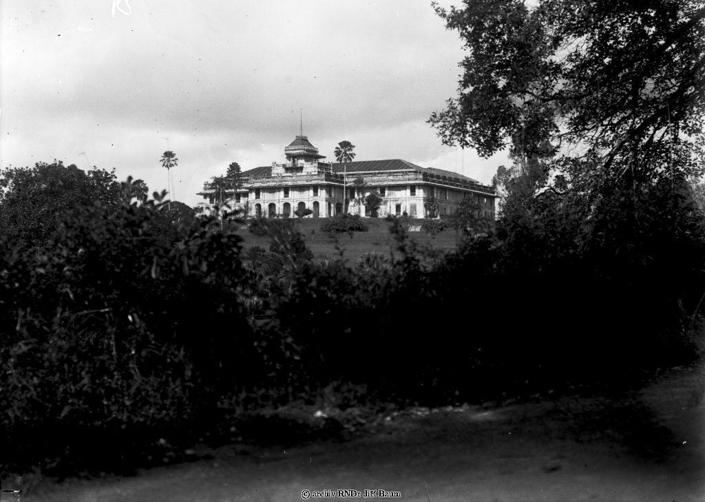 Facade of Istana Tyersall palace in 1930