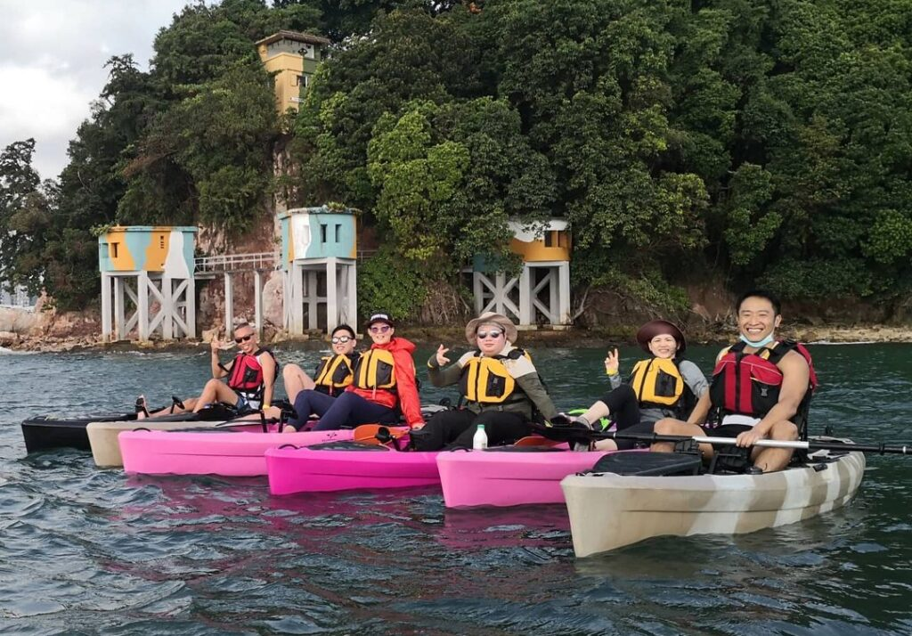 kayakers posing in front of Fort Siloso