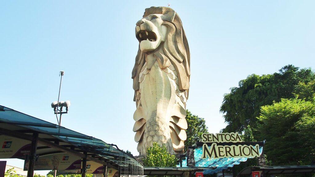 demolished merlion at sentosa