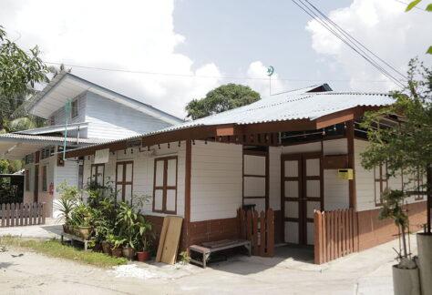 white old house at lorong buangkok kampong