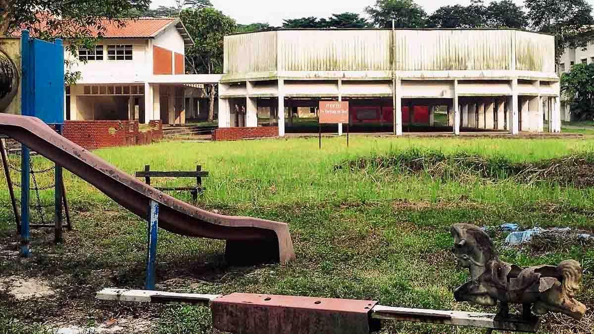 abandoned neo tiew hdb estate playground